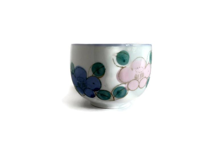 Čajová miska z porcelánu s barevnými květy