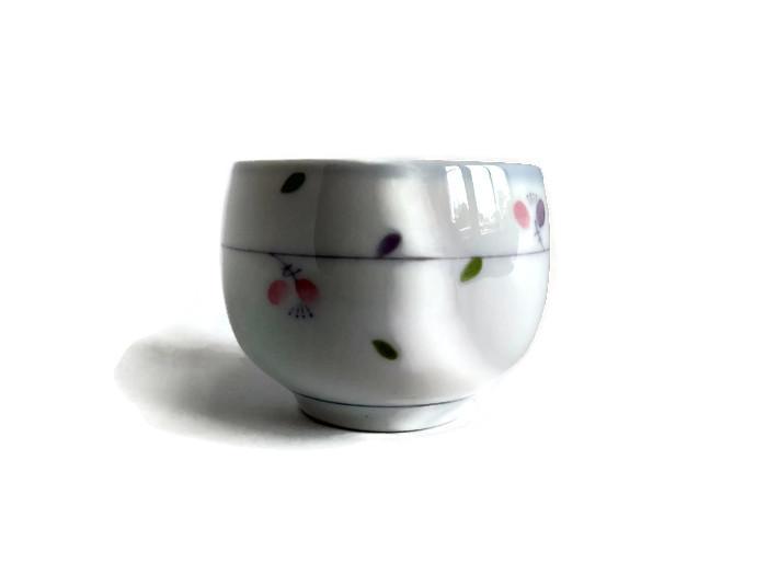Japonská miska z porcelánu s drobnými lístky