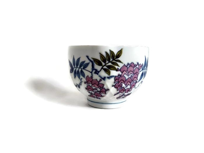 Zdobená miska z porcelánu s plastickým vzorem